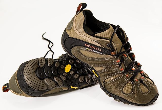 10 Sepatu Gunung Bagus dan Berkualitas