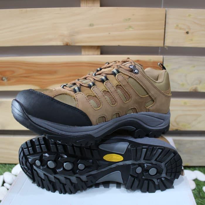Sepatu_gunung_Rei_Jersey